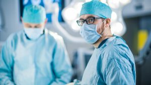 רופא מנתח חדר ניתוח